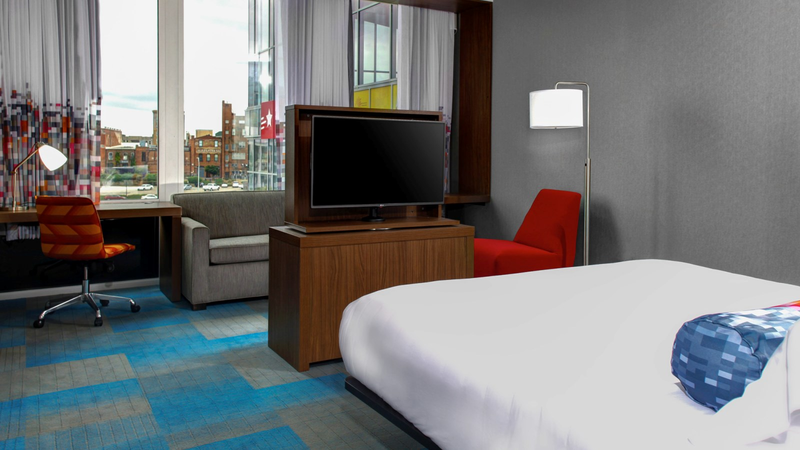 Durham Accommodations - Aloft Savvy Room